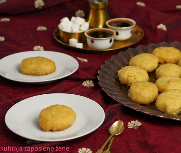 Posne urmašice / Biscuits soaked in syrup (vegan version)