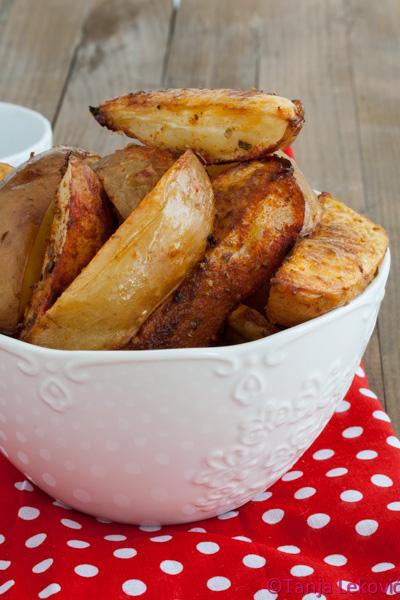 Domaćinski krompir / Rustic potatoes wedges