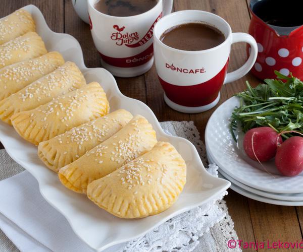 Školjkice sa sirom i peršunom / Cheese and parsley crescents