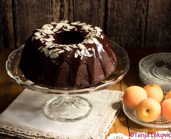 Čokoladni kuglof / Chocolate bundt cake
