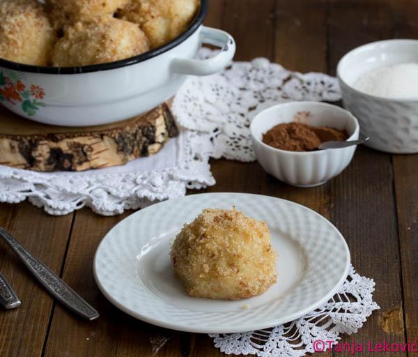 Knedle sa šljivama / Domestic potatoes dumplings with plums