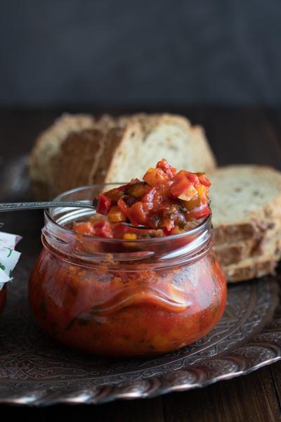 Lovačka salata / Domestic salad spread