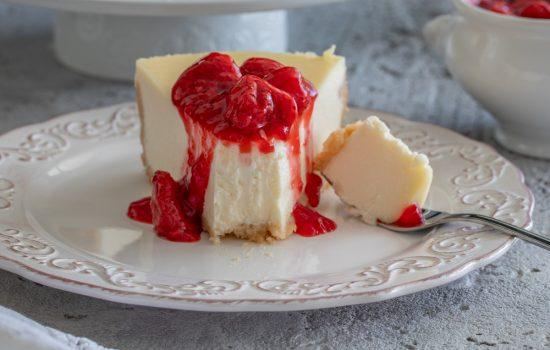 Pečeni čizkejk (New York cheesecake) i sos od jagoda