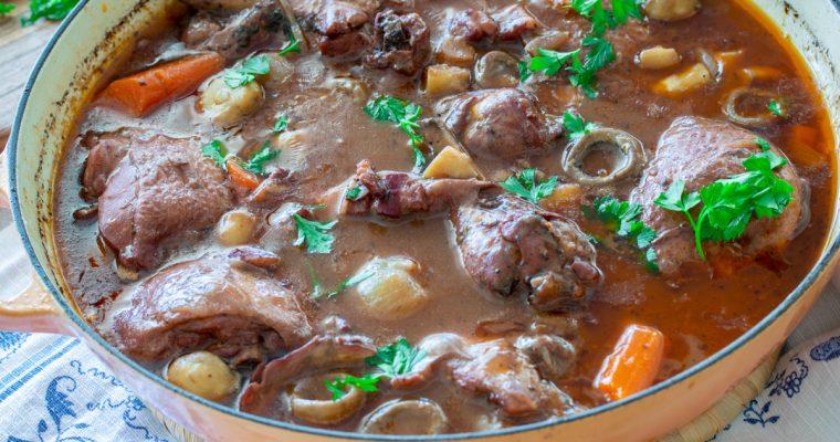 Piletina u vinu na francuski način (Coq au vin)